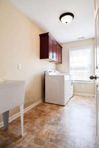 Very large utility room, cabinets, utility tub