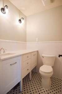Lovely full bath, shower/tub combo