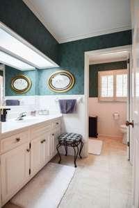 Full bath on upper level