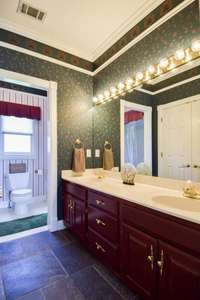 Nice upper level full bath, double vanities, shower/tub combo, linen closet