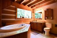 Fantastic full bath with jetted tub