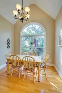 Enjoy that morning cup of Joe or warm tea in this informal dining area