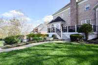 Fantastic rear deck, private and serene