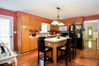 Outstanding kitchen, grand central island with eat-up