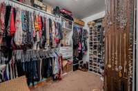 Huge Walk In Master Closet!!! Jewelry Organizer Does Not Remain