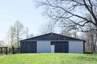 Huge barn with 2 horse stalls