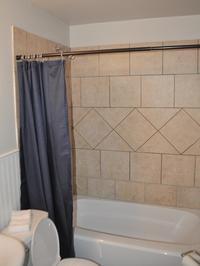 bath with tile shower