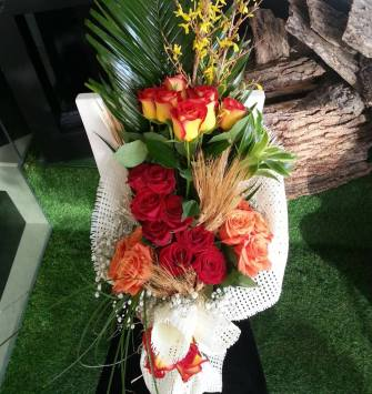 24 Red Pink Yellow Roses