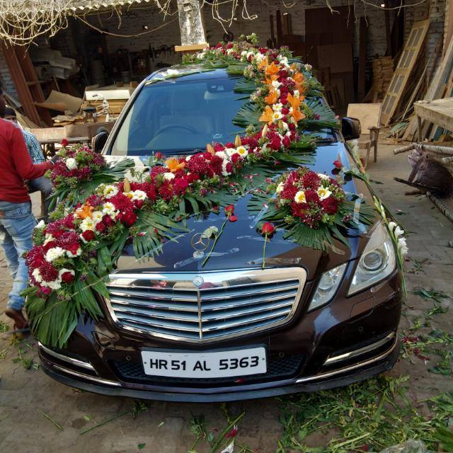 Full Car Decoration with Normal Seasonal Flowers