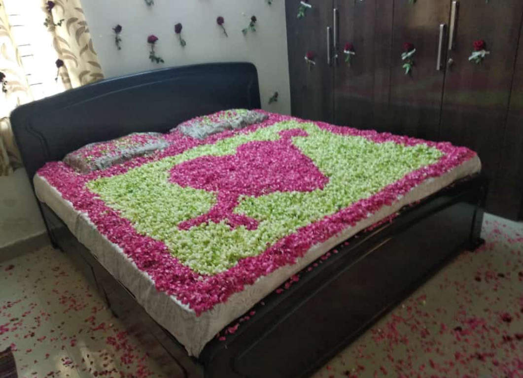 Pink and White Leaves Bed Decoration