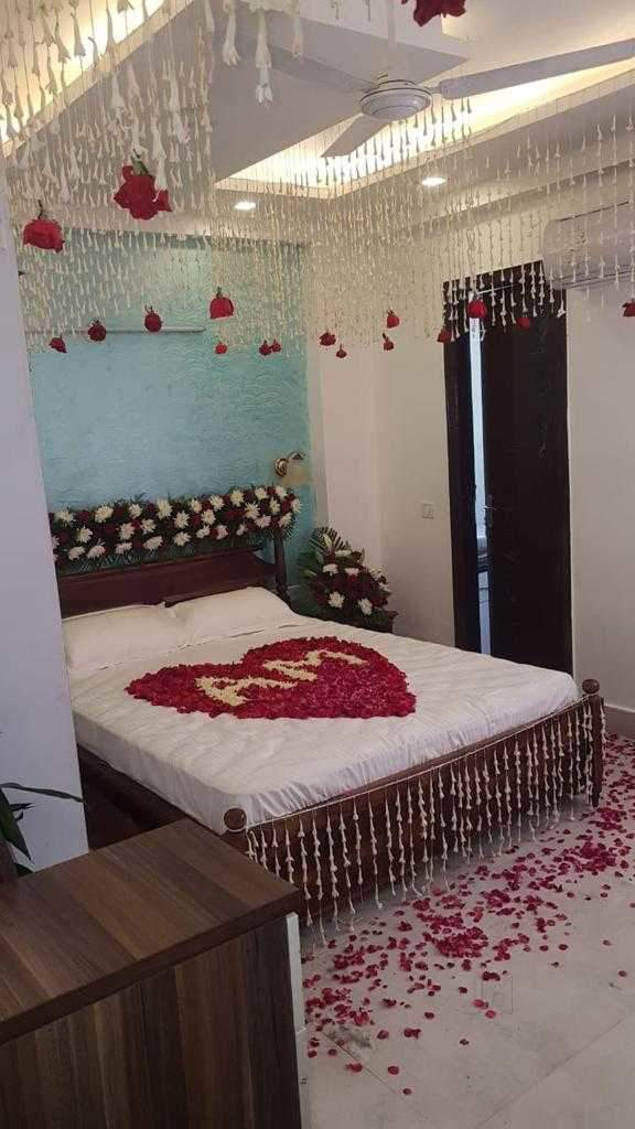 First Night Room with Roof and Bed Decoration
