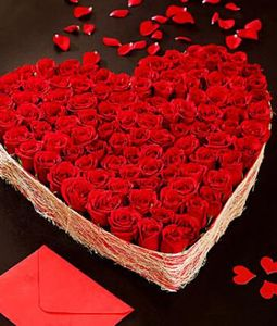 Big Beautiful 100 Red Roses Heart Arrangement