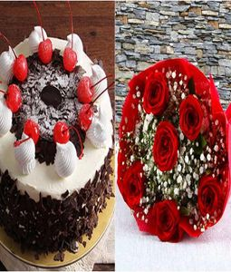 500gm Black Forest Cake with 8 Red Roses