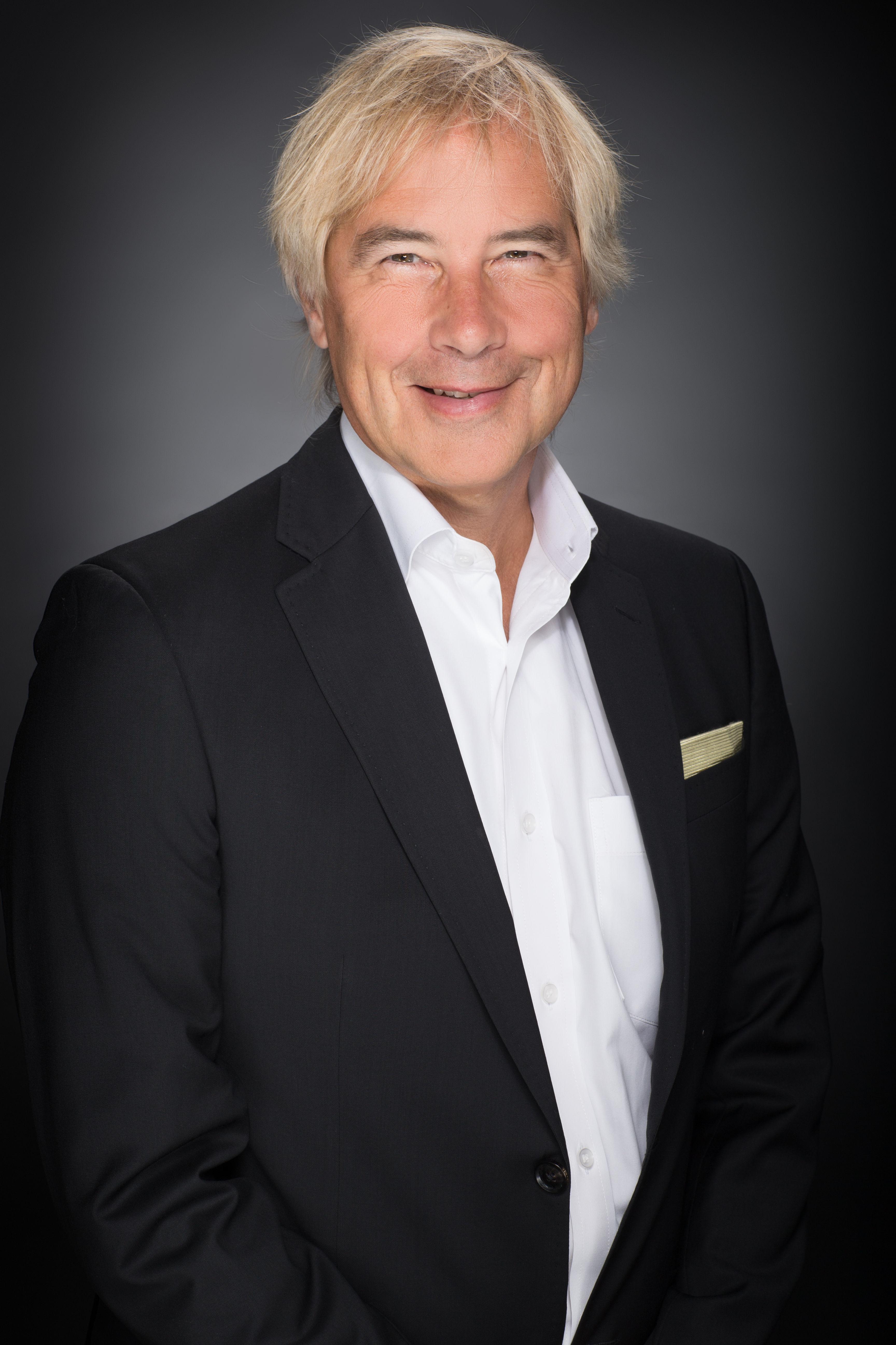 Mark Dederer Portrait Image