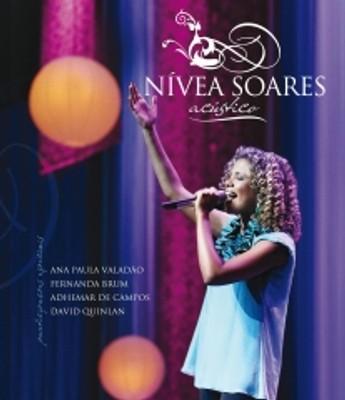 Nívea Soares