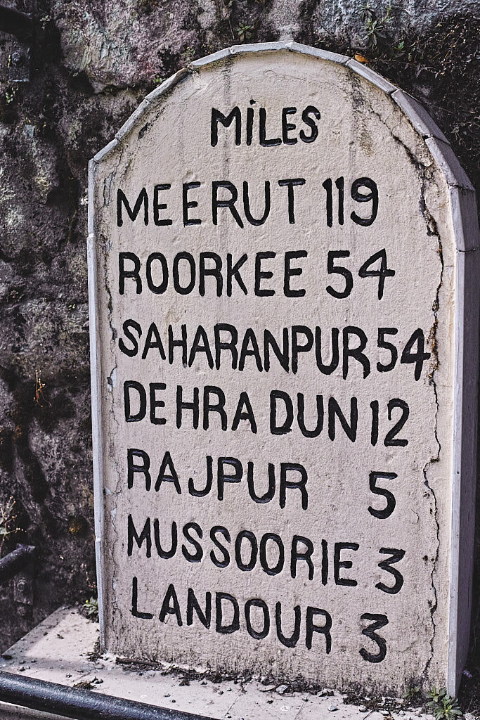 An old milestone from the British era in Barlowganj
