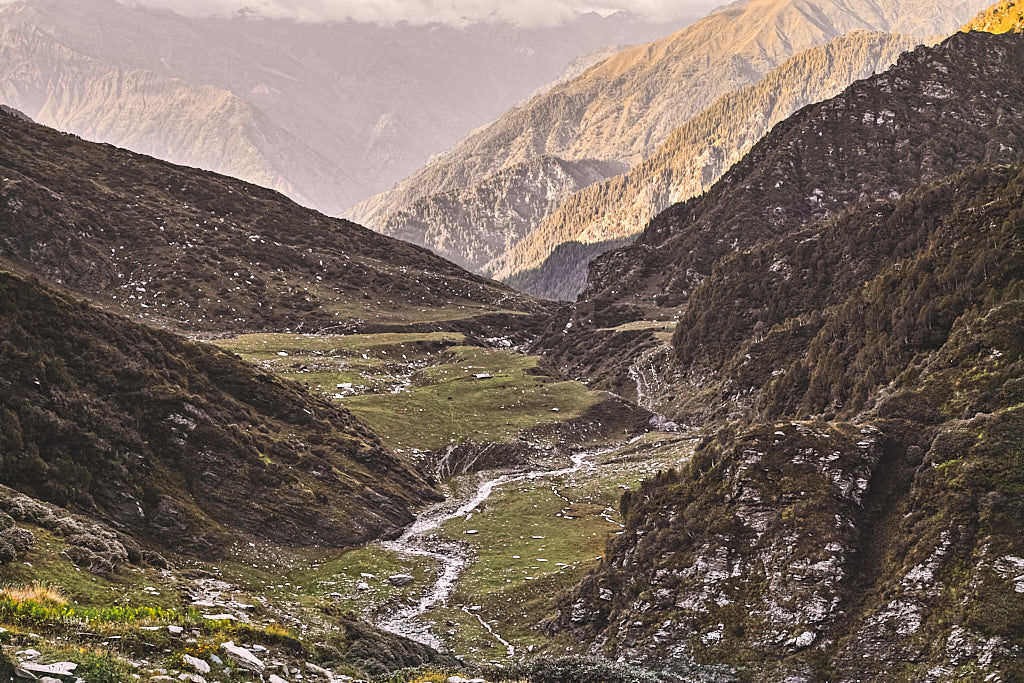 Descent to Joginder's tea stall (in centre) from Jalsu Pass