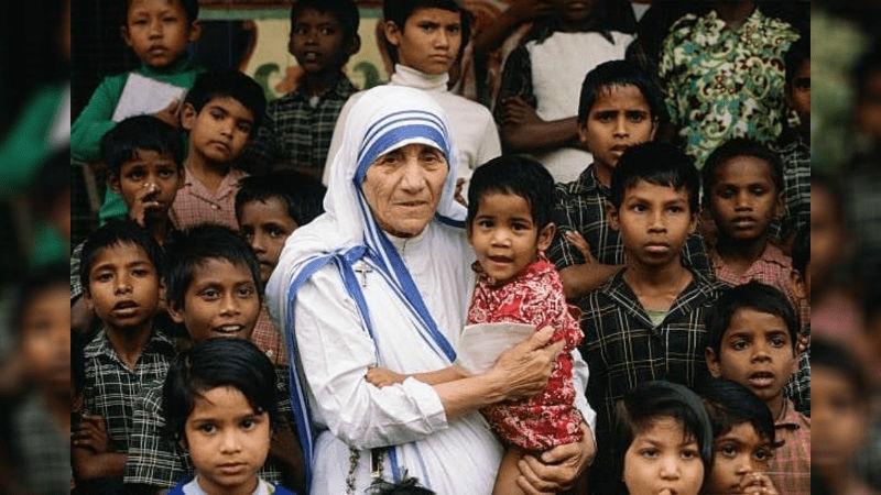 Mother Teresa With Poor Children