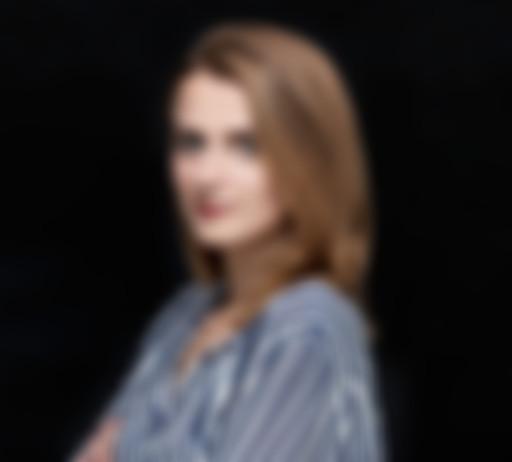 Zdjęcie na czarnym tle Agnieszki Majchrowicz