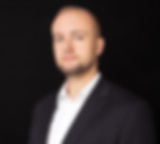 Zdjęcie na czarnym tle Grzegorza Sowy