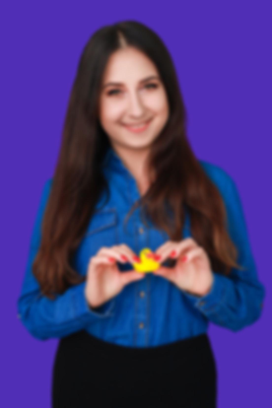 Zdjęcie na fioletowym tle Katarzyny