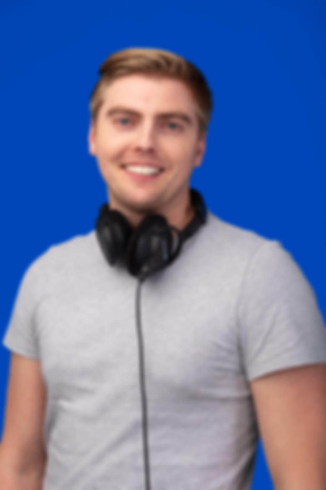 Zdjęcie na niebieskim tle Mateusza