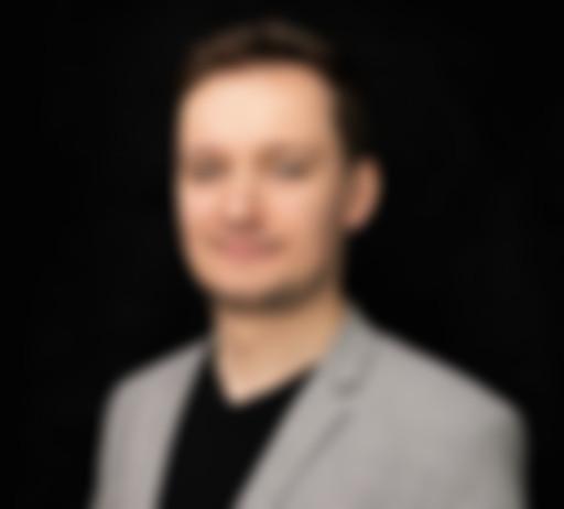 Zdjęcie na czarnym tle Michała Masłowskiego