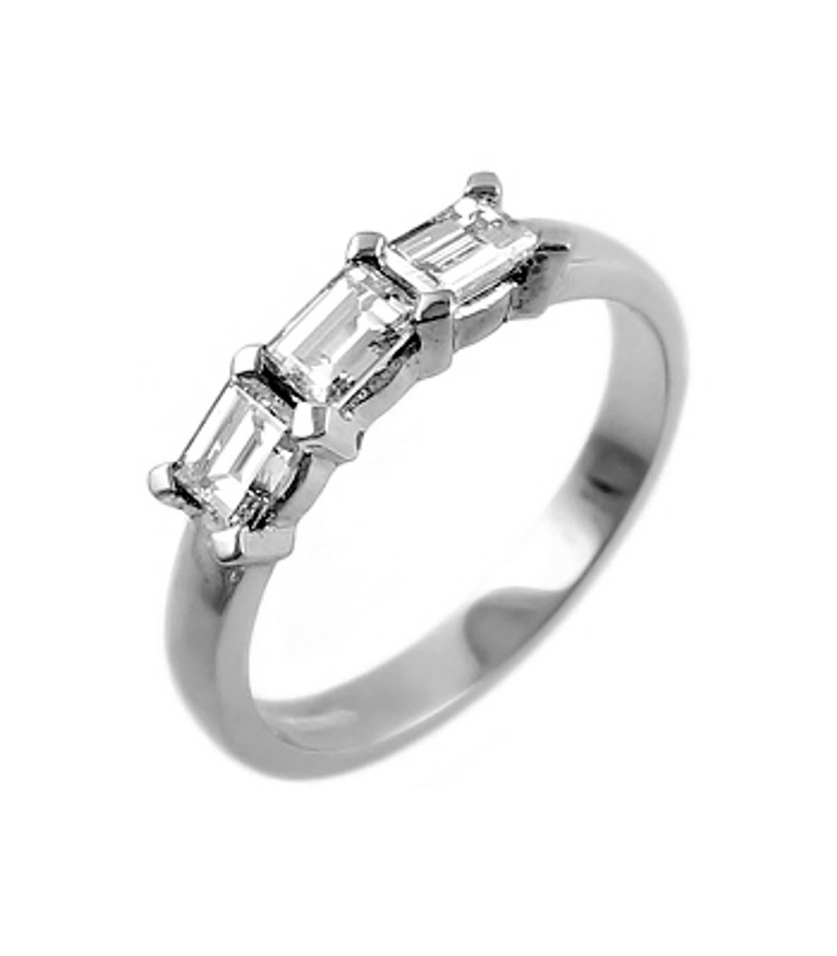 3 STONE DIAMOND RING 18k white gold 3st emerald cut diamond ringDETAILSCarat: total diamond weight 0.72ctsCut: Emerald cutMetal: 18k white gold