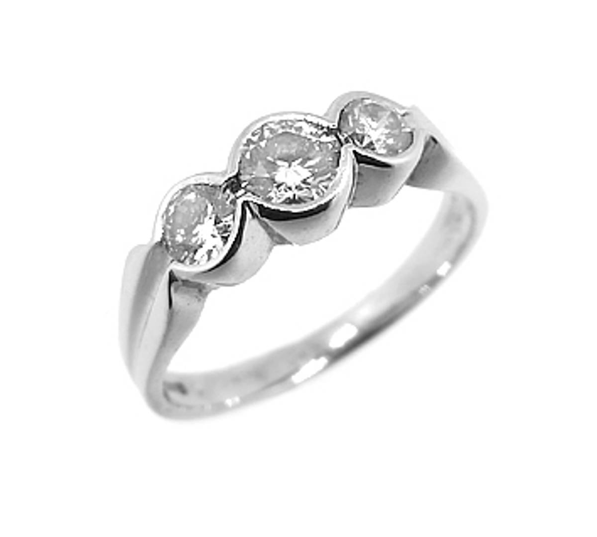 18k white gold 3st brilliant cut diamond rubover set ring diamond total weight 0.62cts Made in Ireland SIZE (US / IRE)Choose an option 4 / H4.5 / I5 / J5.5 / K6 / L6.5 / M7 / N7.5 / O8 / P8.5 / Q9 / R9.5 / S   SKU: DR77222