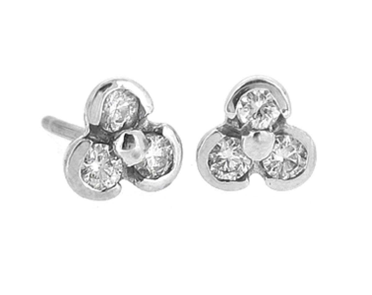 18k white gold 3st brilliant cut diamond stud earringsDETAILSCarat: diamond total weight 0.31cts