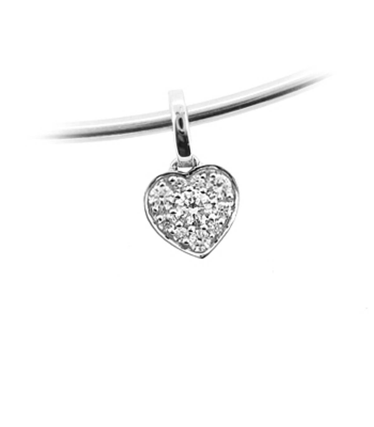 "18k white gold brilliant cut diamond heartshape cluster pendant on 18k white gold 18"" chain DETAILS Carat: total diamond weight 0.25cts  Pendant length 1.3cmPendant width 0.8cm"