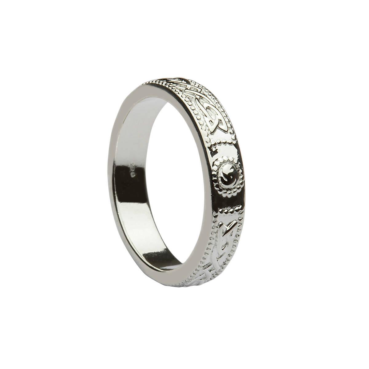 Silver classic Celtic design ring.
