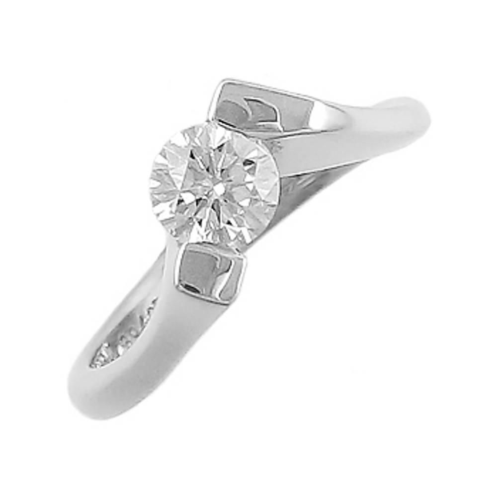 Diamond solitaire in 18 ct white gold