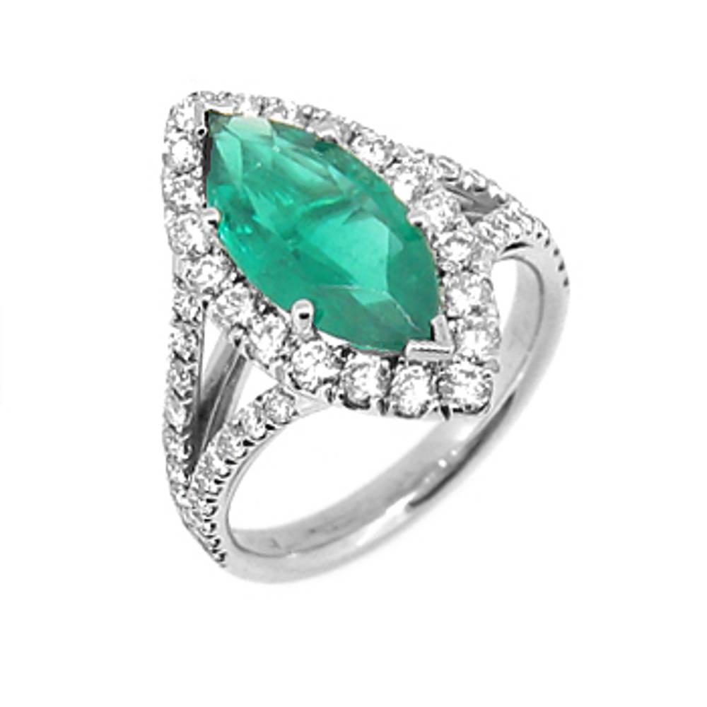 18 carat white gold engagement/dress ring