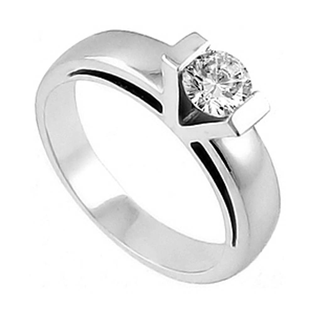 Brilliant cut diamond solitaire ring in 18 ct white gold