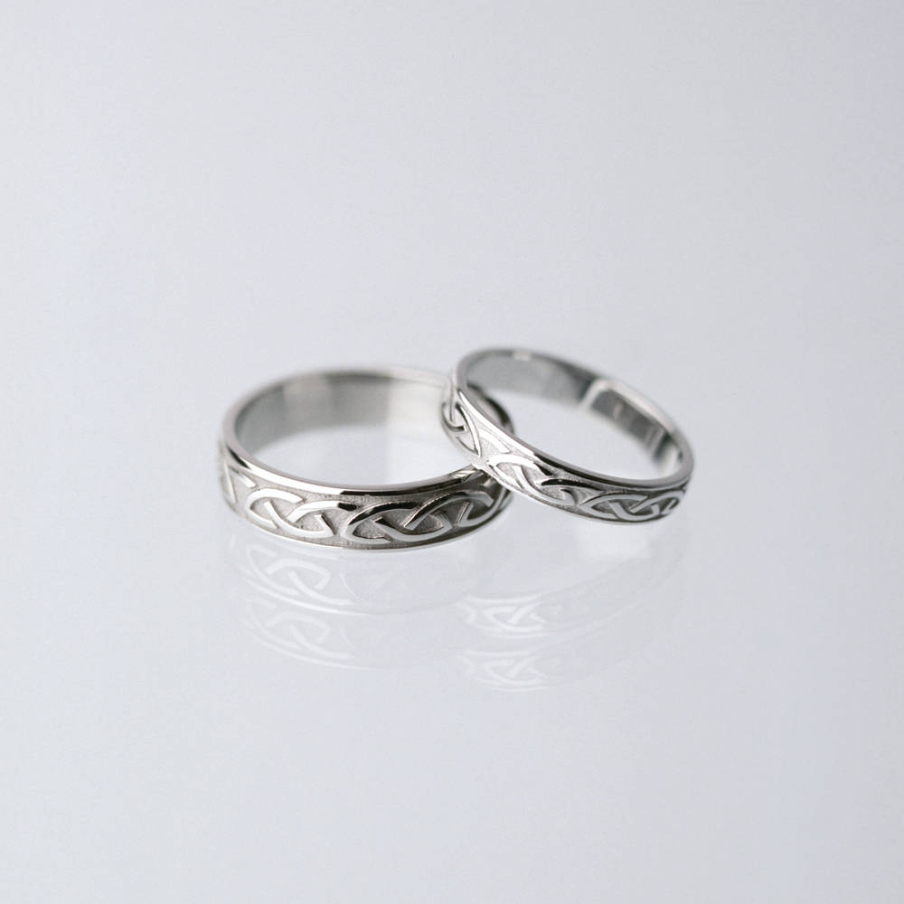 18 carat white gold lady's Celtic ring
