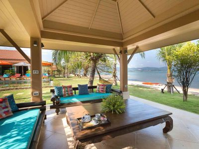 Angthong Villa - Comfortable sala with fantastic view