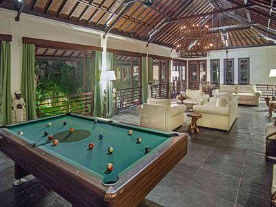 Avalon I - Pool table