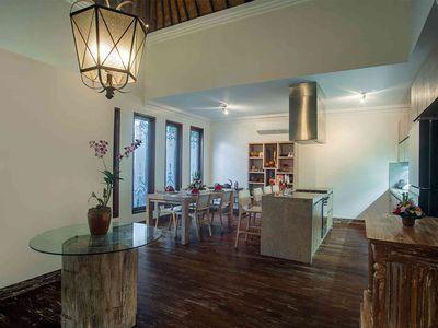 Avalon III - Dining and bar area