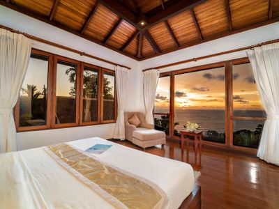 Villa Baan Bon Khao - Master suite with gorgeous sunset view