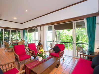 Baan Kata Sooksan - Comfortable living area