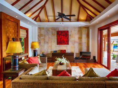 Baan Surin Sawan - Living room opening to pool