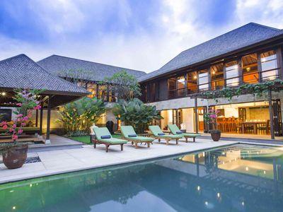 Bayu Gita Residence - Poolside at night