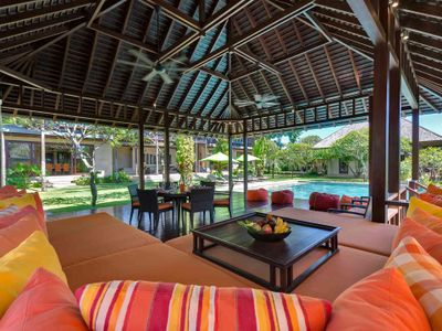 Bendega Nui - Living area bale view to pool