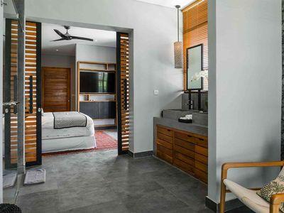 Villa Gu - Contemporary guest bedroom layout