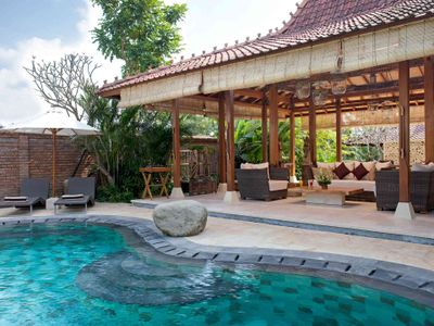 2. Villa Amy - Pool and living pavillion