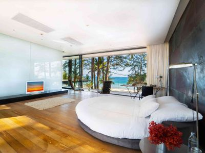 Grand Villa Noi - Master Suite A with beautiful view