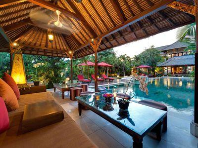 Villa Kalimaya I - Lounge pavilion at sunset