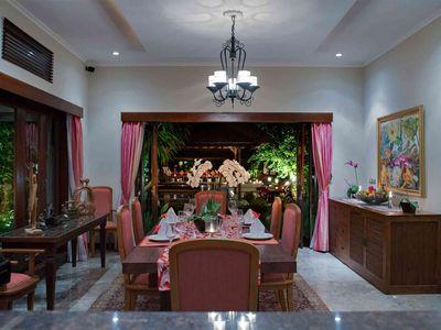Villa Kalimaya I - Dining room at night