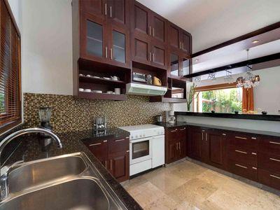 Villa Kalimaya IV - Kitchen